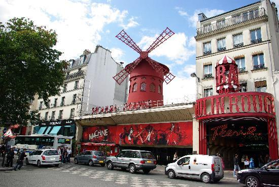 Mercure Paris Montmartre Sacre Coeur: Moulin Rouge