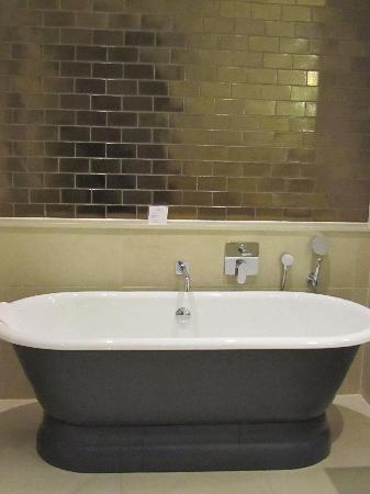 Rudding Park Hotel: Exquisite Bathroom with roll top bath