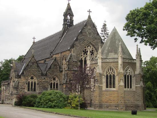 Rudding Park Hotel: Beautiful church within the grounds