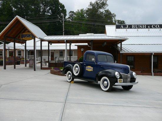 Bush's Beans Visitor Center : Bush Beans Truck in front of Bush visitor center