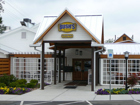 Dandridge, TN: Exterior of Bush's Family Cafe