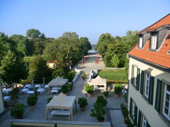 Schloss Berge: Blick aus Zimmer 5