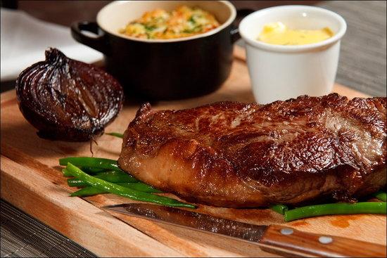 La Mere Zou: Donald Russel Steak