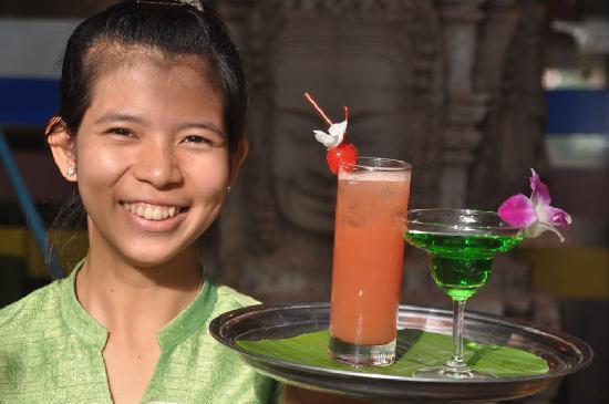 MotherHome Guesthouse: Waitress