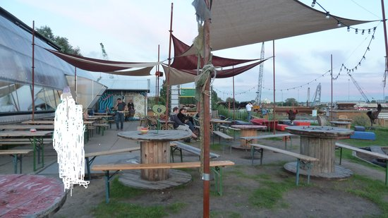 Noorderlicht Cafe : outside seating area