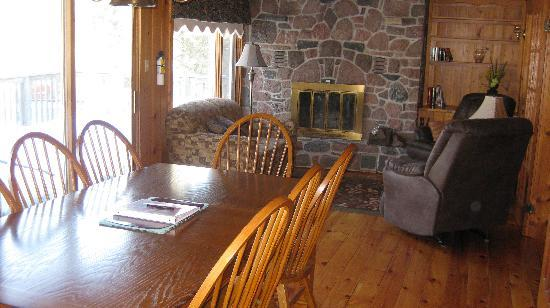 Pine Vista Resort: Heritage Manor Sunroom