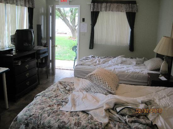 Southold Beach Motel: cabin #18 (ignore our mess!)