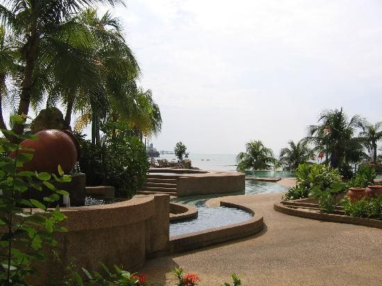 Costa Rica Hotel & Apartments Port Dickson Beach Resort: The swimming pool and sea view