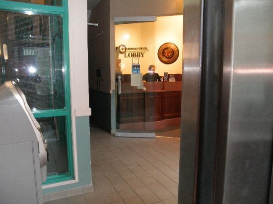 King Edward Hotel: lobby