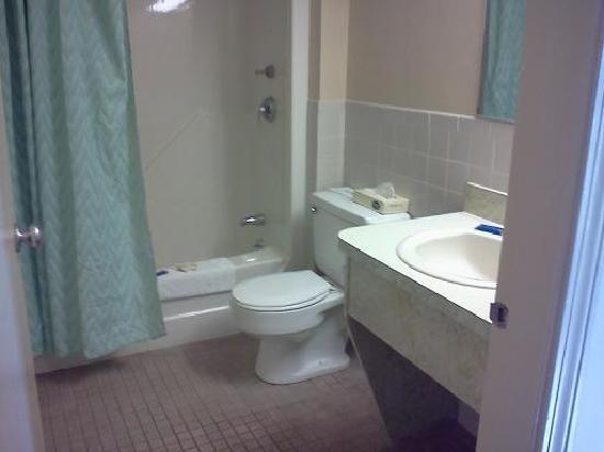 Pilgrim Sands on Long Beach: bathroom