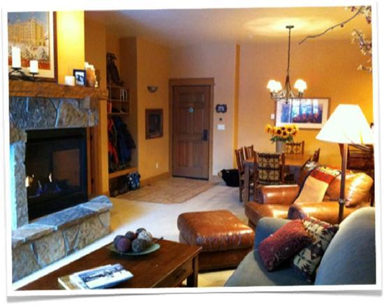 EagleRidge Lodge: Living Room 107