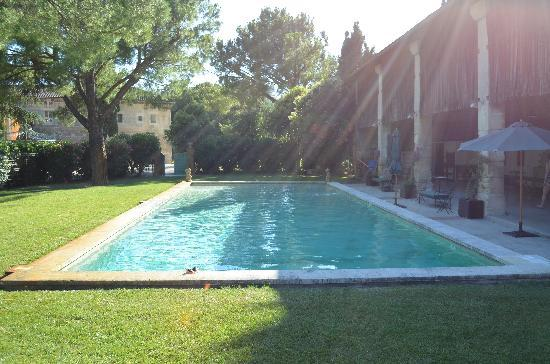 Tarascon, Frankreich: Pool in the evening