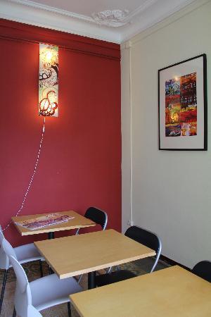 Barcelona Rooms: common area