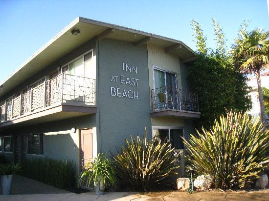 Inn At East Beach: Front of inn
