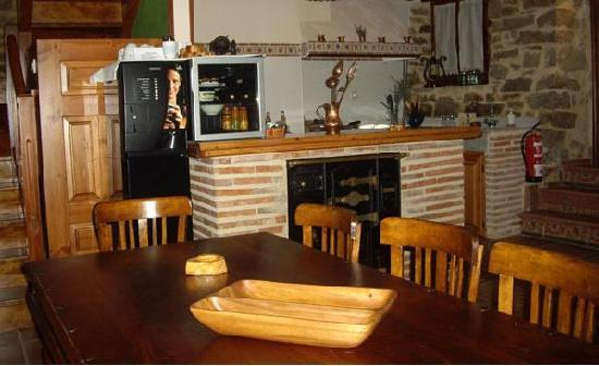 La casa del montero burgos castilla y le n opiniones for Decoracion cocina americana