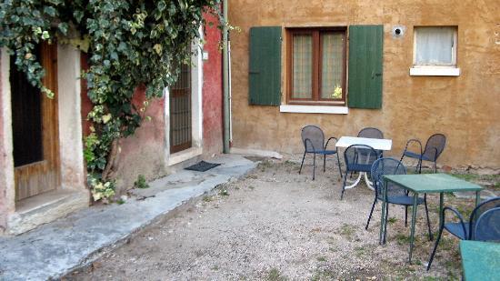Hotel Marco Polo: Eingangs-Bereich + Terasse/Garten für 3 Appartments