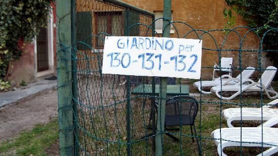 """Hotel Marco Polo: """"Terasse"""" bzw. """"Garten für 3 Appartments direkt vor Eingang + Terassentür von Appartment 130 !"""