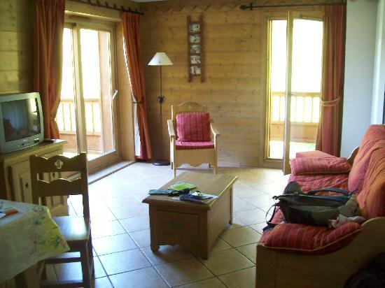 Residence Les Chalets du Gypse : le living(il y a 2 chambres!)