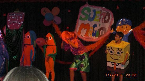 Playacapricho Hotel: actuaciones de nuestros niños