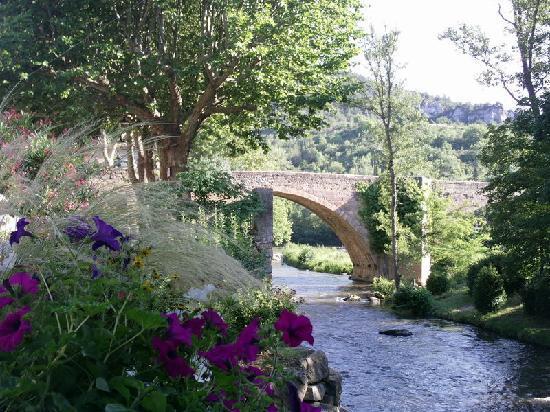 Les Marguerites : Le pont à l'entrée d'Alet