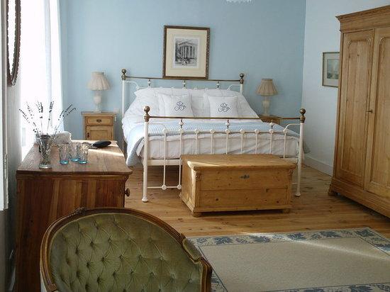 Les Marguerites: la suite que j'ai occupé avec un lit super !!!