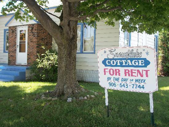 Driftwood Motel: Snowflake Cottage