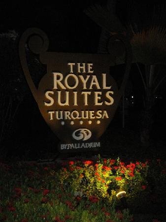 The Royal Suites Turquesa by Palladium: CArtel