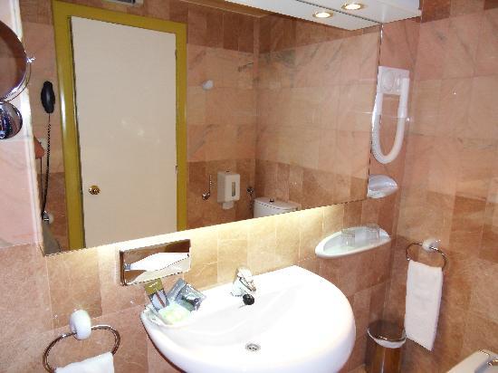 Hotel Spa Porto Cristo: Bathroom (2)