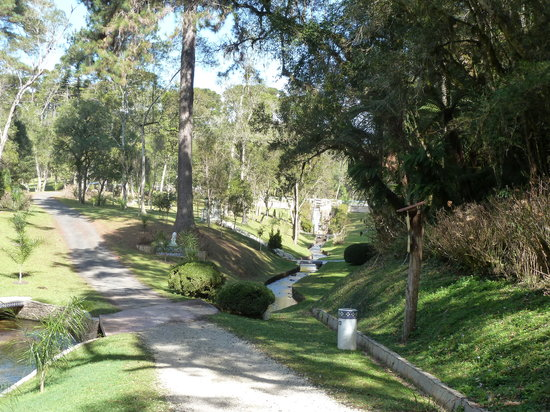 Campo Largo, PR: Pfad am Bach entlang