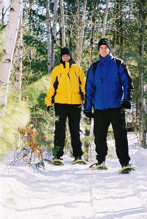 Pine Vista Resort: Couple Snow Shoeing