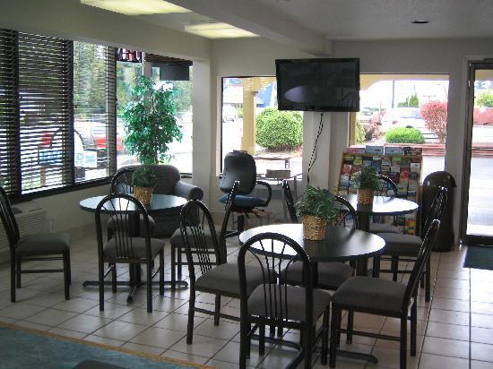 Travelodge Centralia : Lobby Area