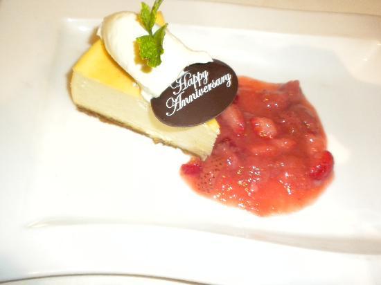 Hilton Hawaiian Village Waikiki Beach Resort: 10th Anniversary cheesecake