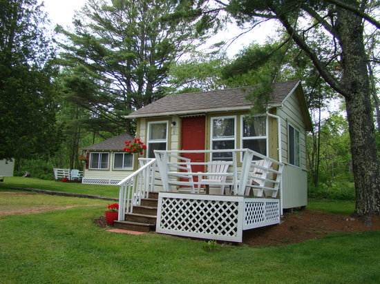 Bay Leaf Cottages & Bistro: Cottage Exterior