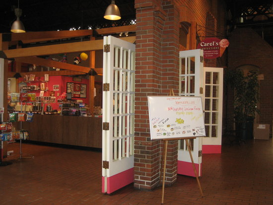 Carol's Confections: Carols Store Front