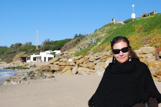 """Hurricane Hotel: Den långa """"öde"""" stranden nedanför hotellet"""