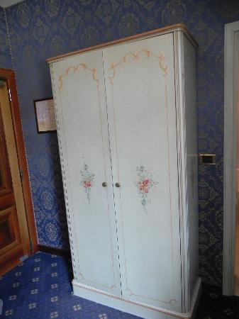 Santa Marina Hotel: Wardrobe