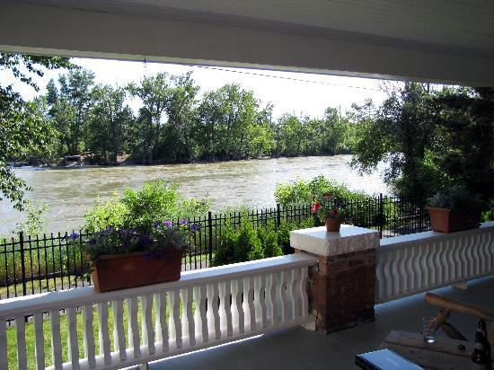 Goldsmith's Bed and Breakfast: Watch the river go by from the porch