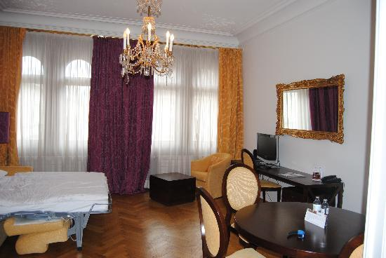 Appartement-Hotel an der Riemergasse: Living room with pull out sofa