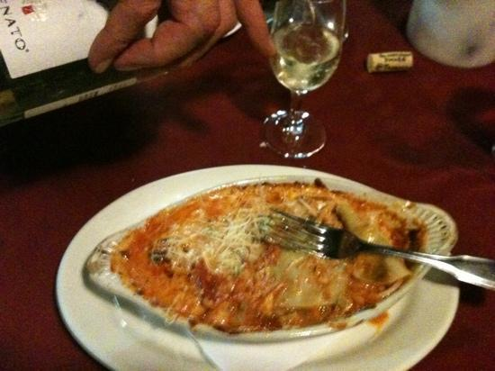 Pasqualino's Italian Restaurant: delicious food and wine!
