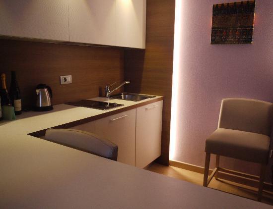Napura Art & Design Hotel: Zona cucina
