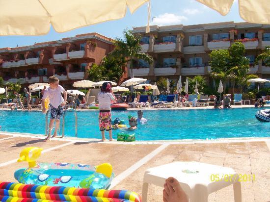 Holiday Village Tenerife: pool side