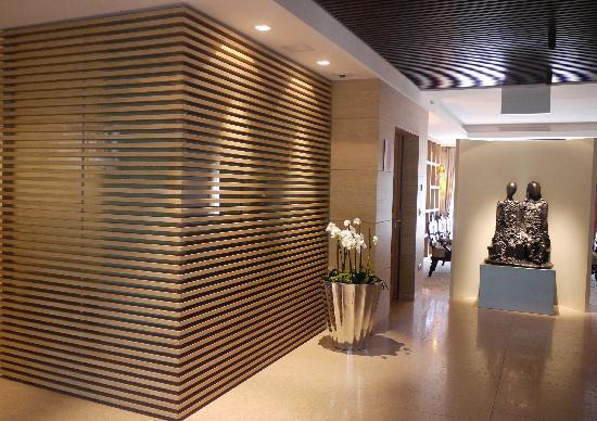 Hall picture of napura art design hotel terlano for Design hotel napura
