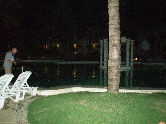 Iberostar Costa Dorada: Pool at night