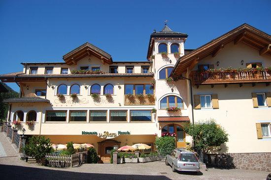 Family Hotel La Grotta: L'hotel all'arrivo