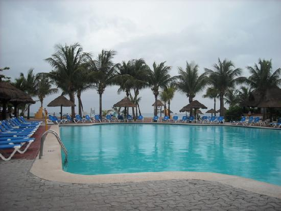 أليجرو كوزوميل ريزورت: Pool view