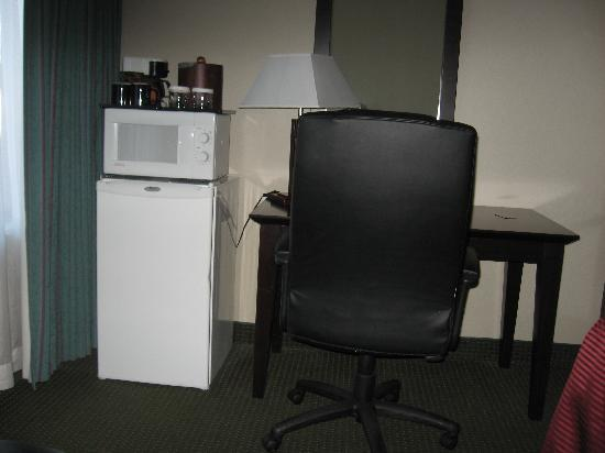 Clarion Hotel: Desk Area
