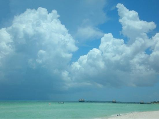 Sol Cayo Guillermo: big clouds