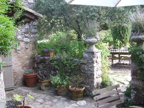 La Vieille Bergerie: garden1