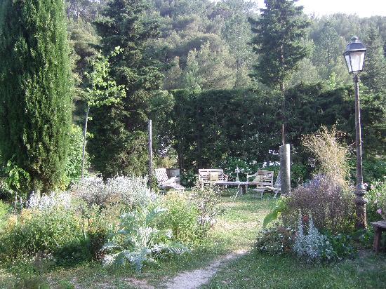 La Vieille Bergerie: garden2