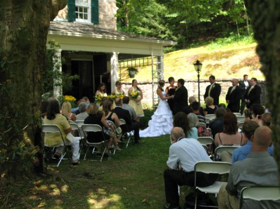 Stony Point Bed & Breakfast: A Wedding at the Inn